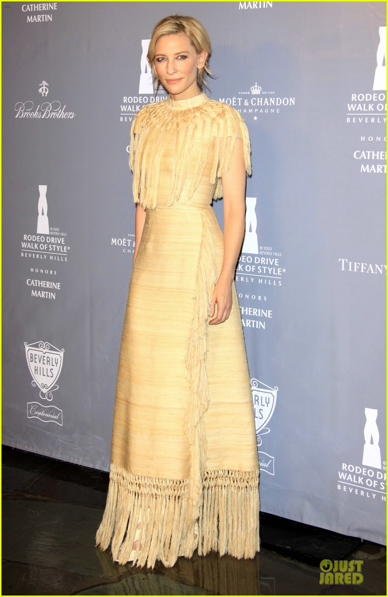 cate blanchett dons two different dresses at rodeo drive awards giorgio armani celebration 113062808