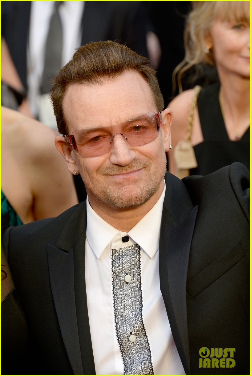 bono u2 walk oscars 2014 red carpet before performing 013064054