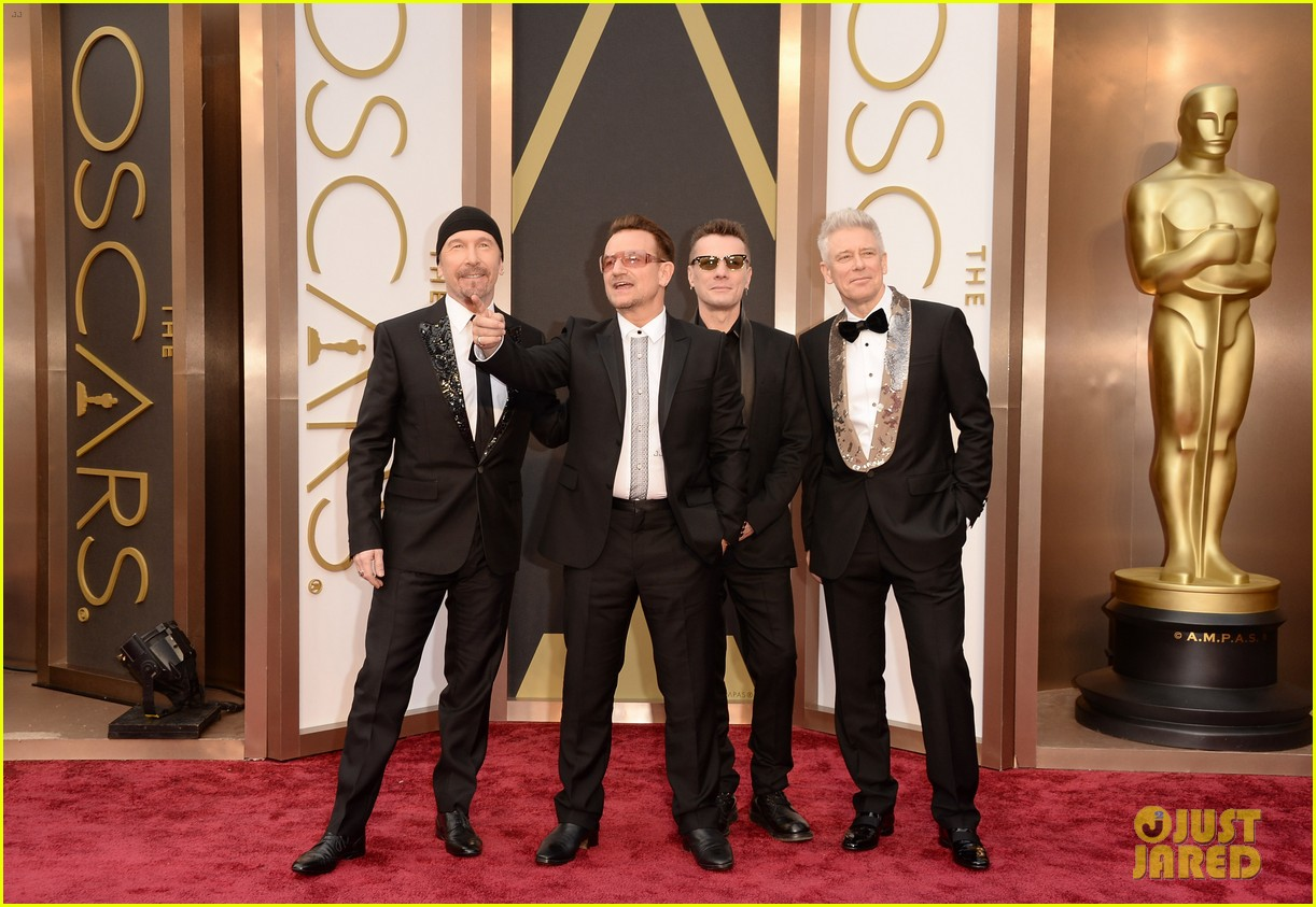 bono u2 walk oscars 2014 red carpet before performing 04