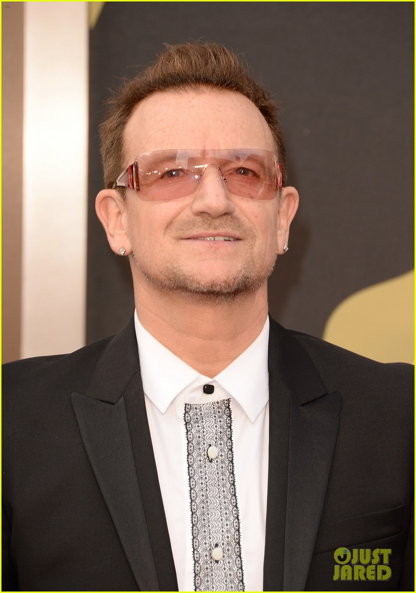 bono u2 walk oscars 2014 red carpet before performing 053064058