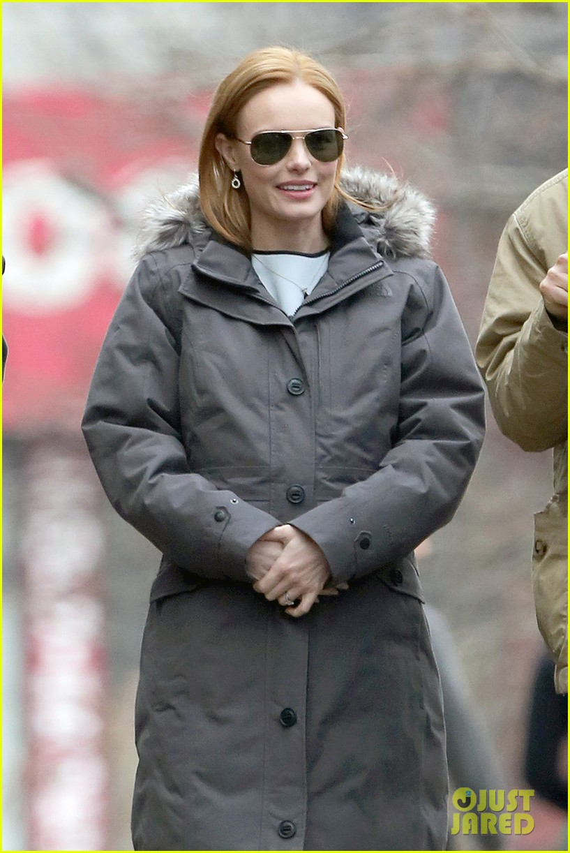 kate bosworth julianne moore dont let the freezing weather stop them on still alice set 023071871
