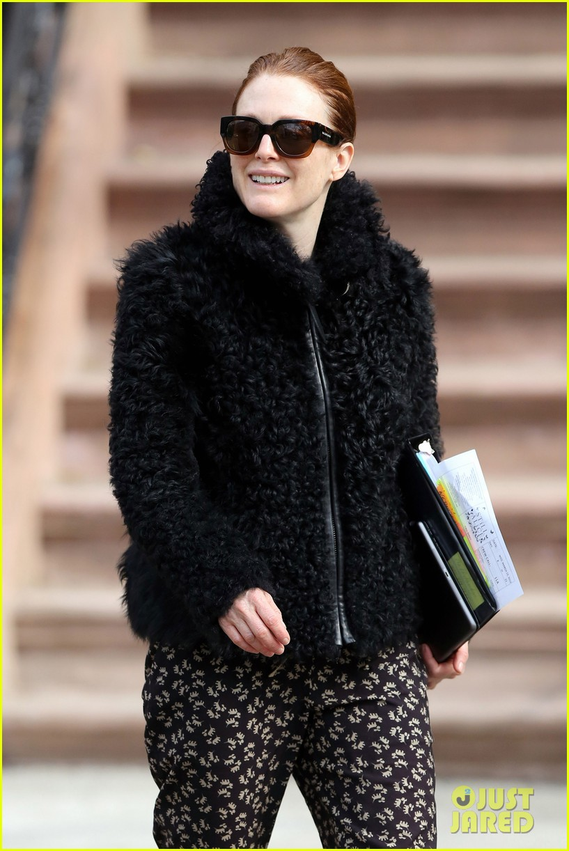 kate bosworth julianne moore dont let the freezing weather stop them on still alice set 043071873