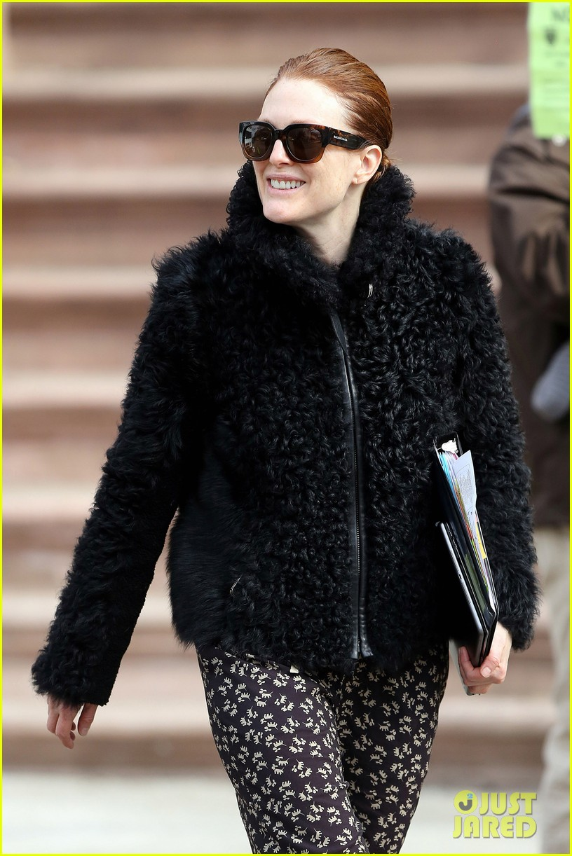 kate bosworth julianne moore dont let the freezing weather stop them on still alice set 103071879