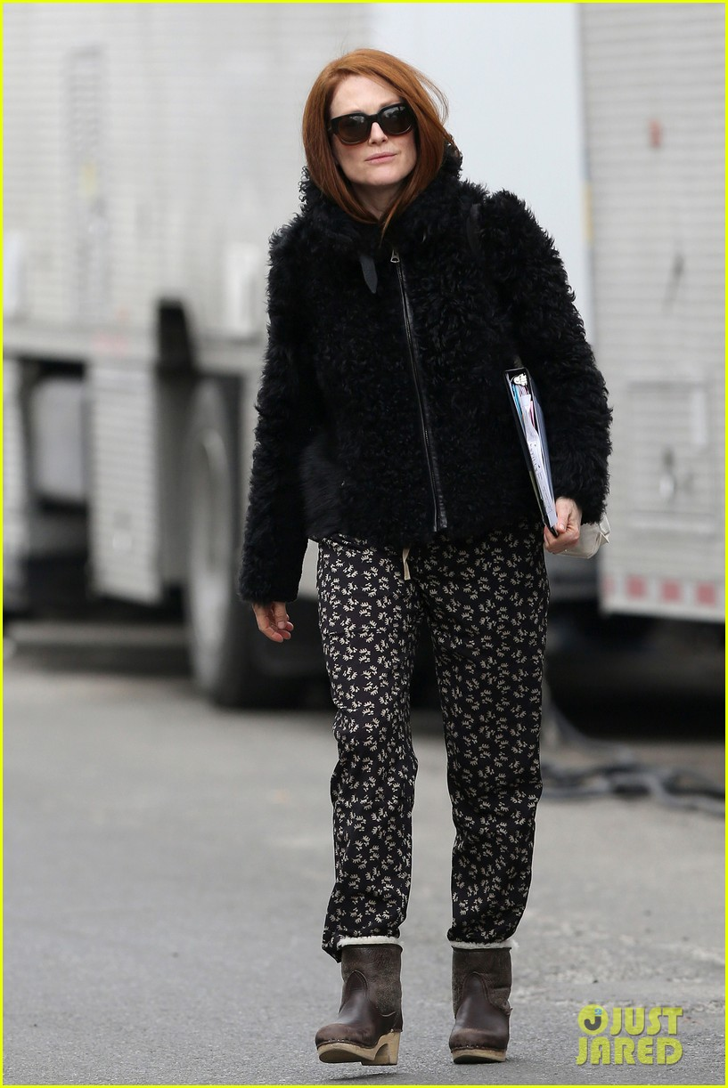 kate bosworth julianne moore dont let the freezing weather stop them on still alice set 123071881