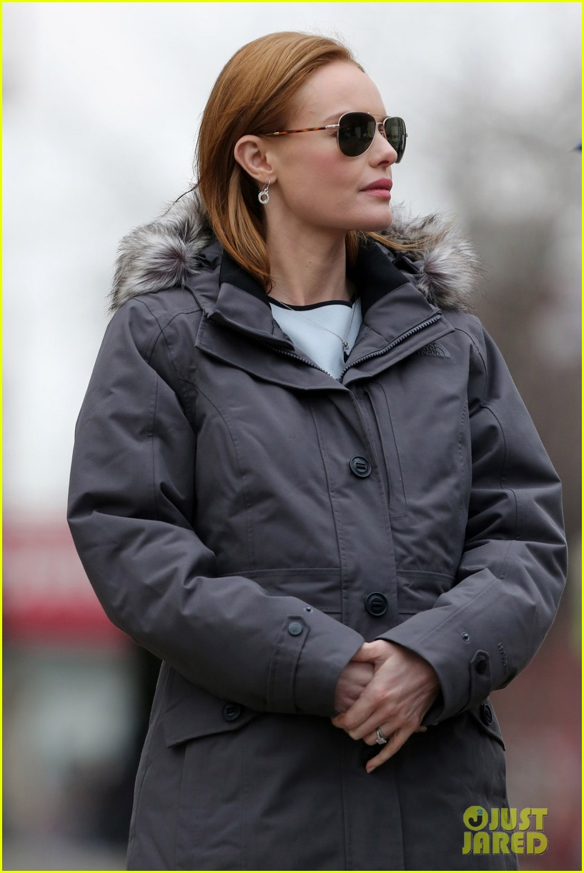 kate bosworth julianne moore dont let the freezing weather stop them on still alice set 163071885