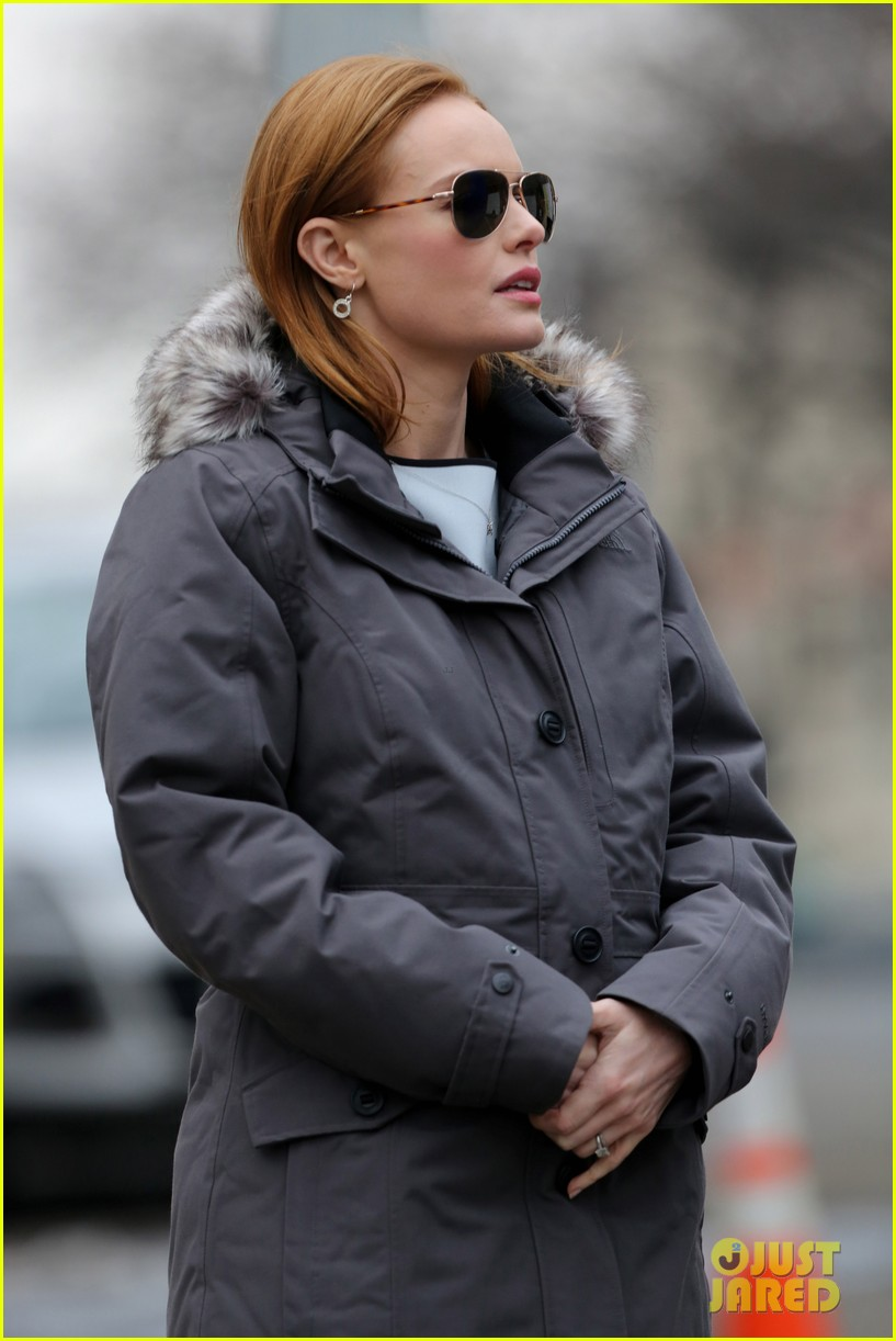 kate bosworth julianne moore dont let the freezing weather stop them on still alice set 18