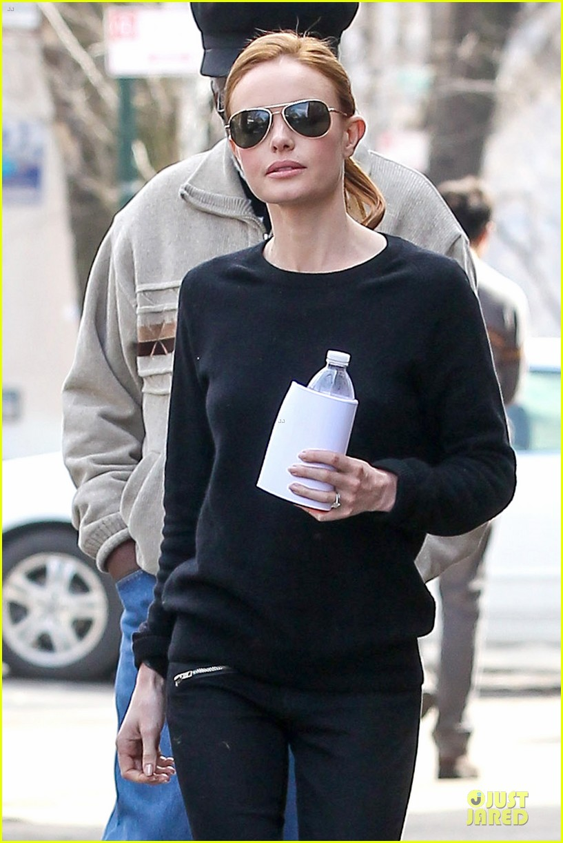 kate bosworth hides her water on still alice set 023069953