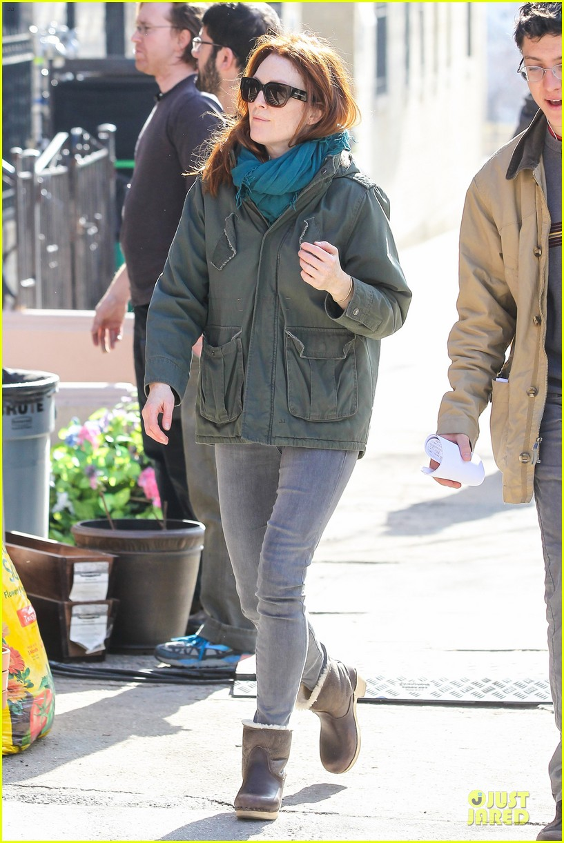kate bosworth hides her water on still alice set 033069954