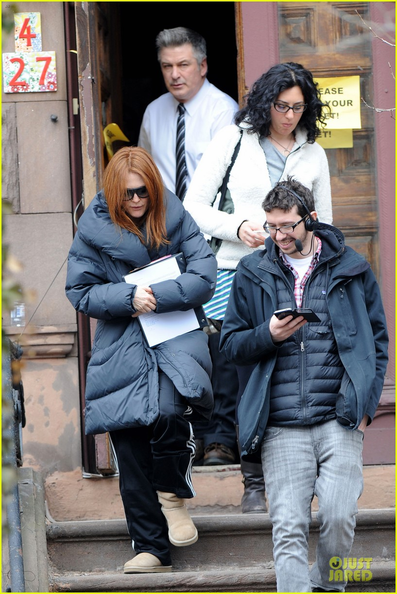 kate bosworth hides her water on still alice set 05