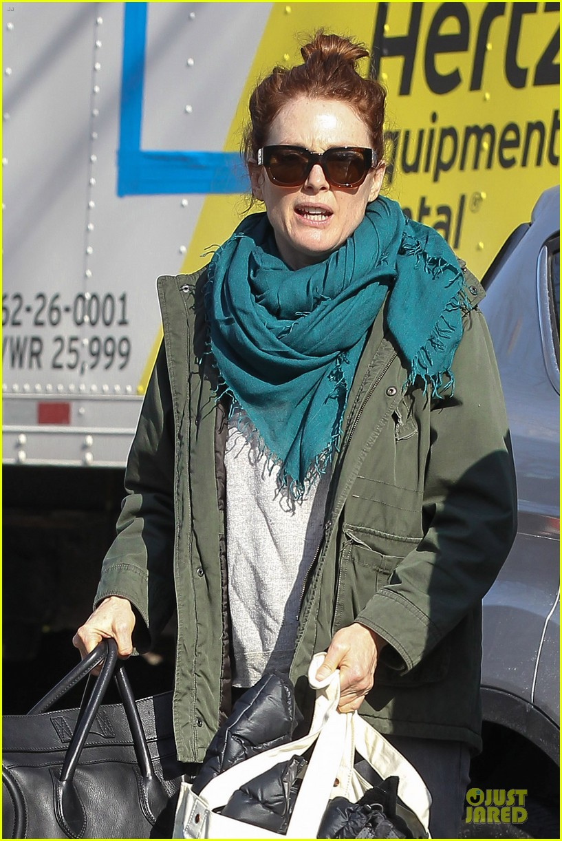 kate bosworth hides her water on still alice set 063069957