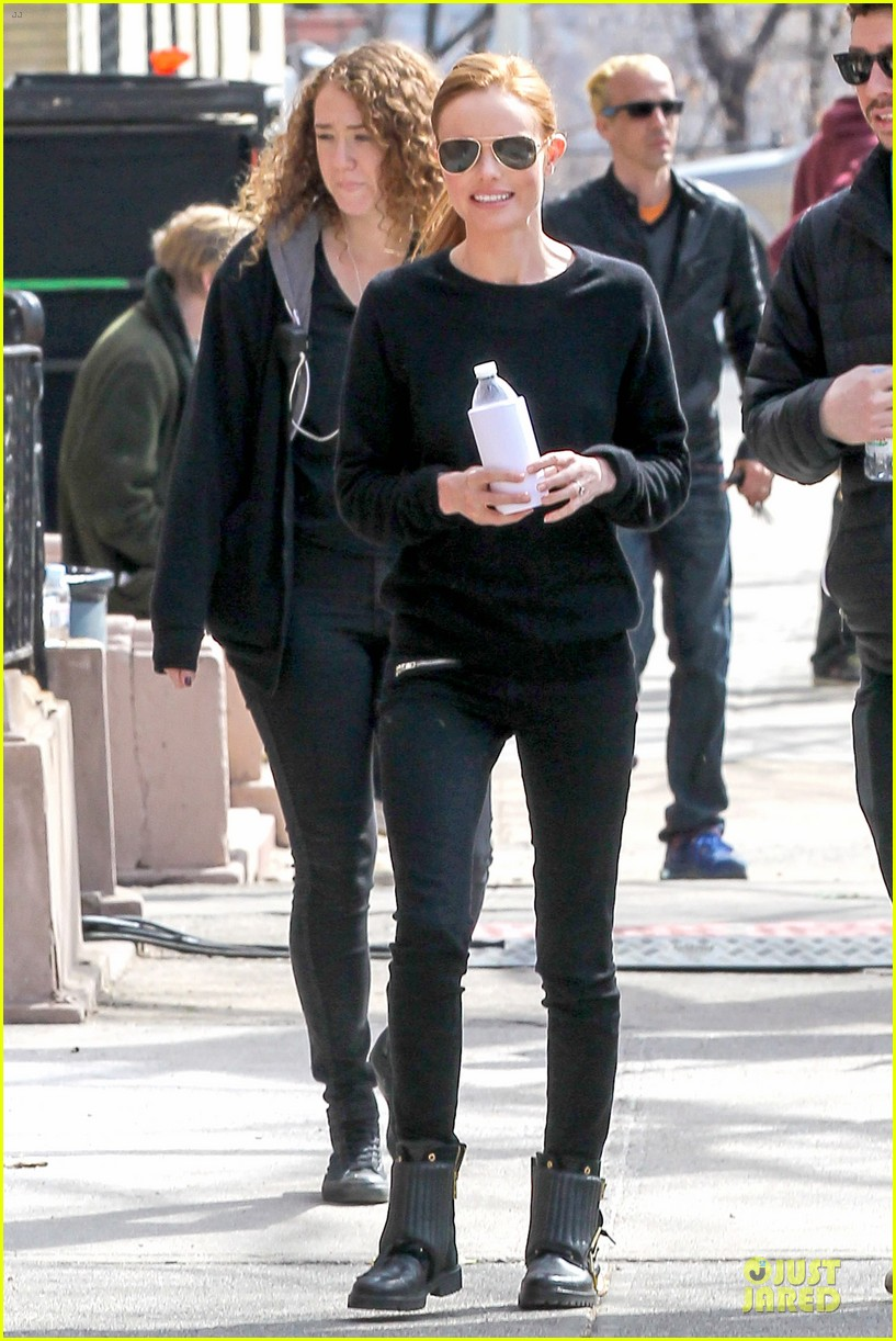 kate bosworth hides her water on still alice set 103069961