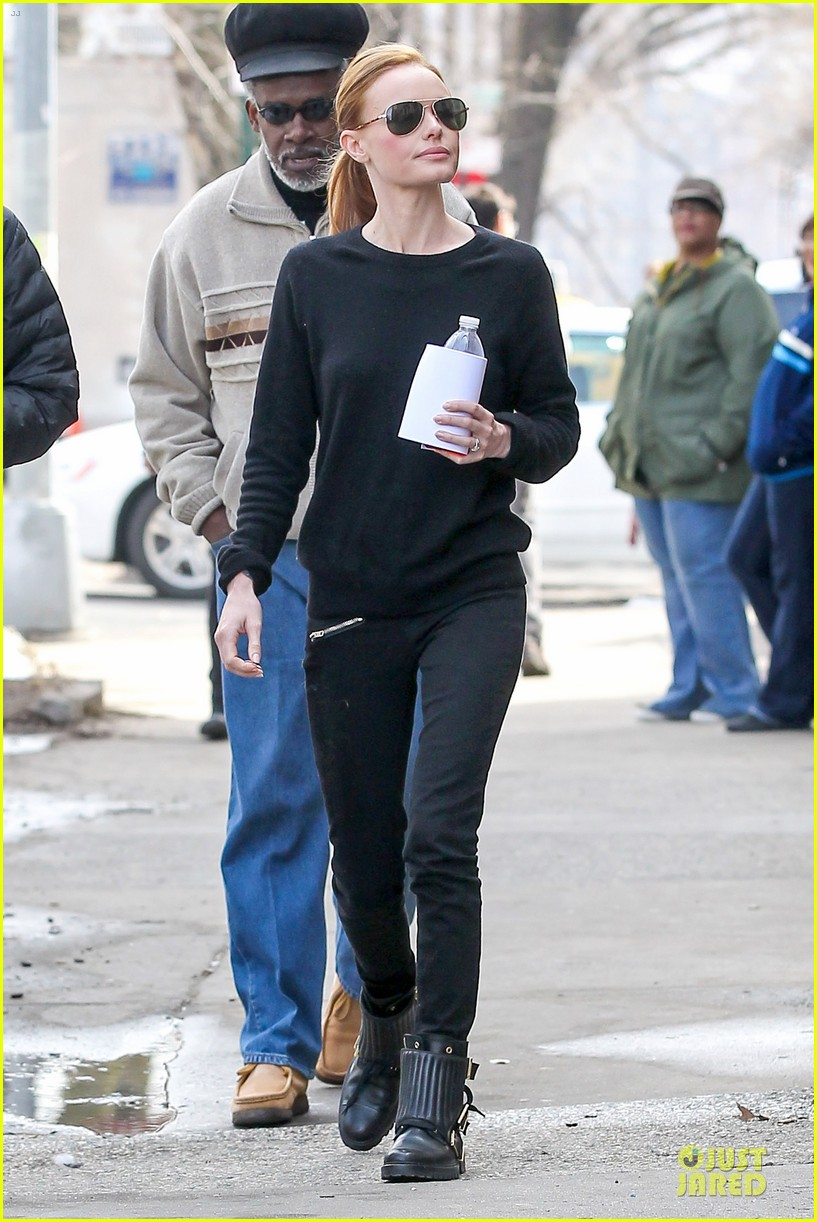 kate bosworth hides her water on still alice set 213069972