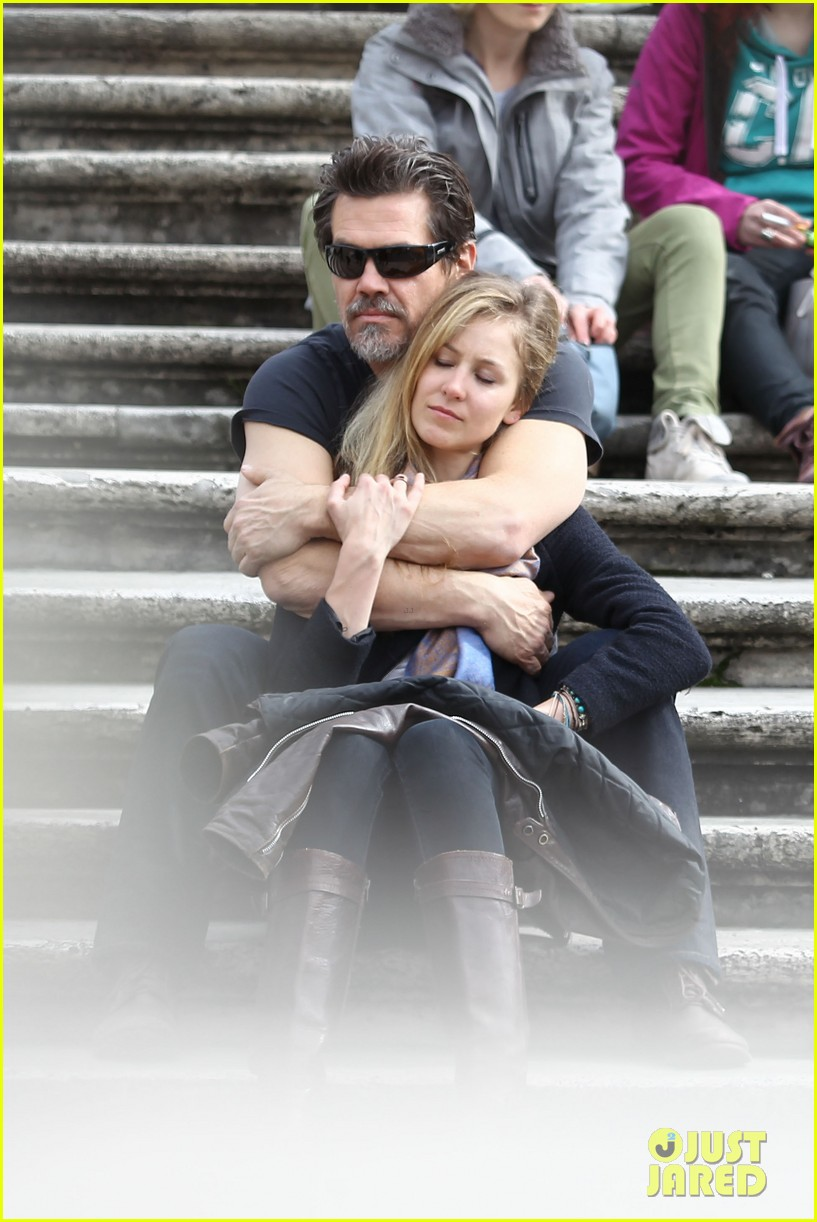 josh brolin kisses cuddles his new girlfriend assistant kathryn boyd 023065858