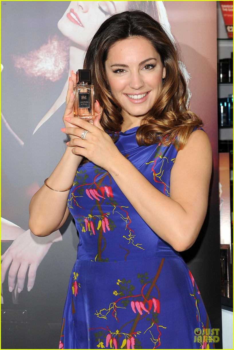 kelly brook audition perfume launch 023074048