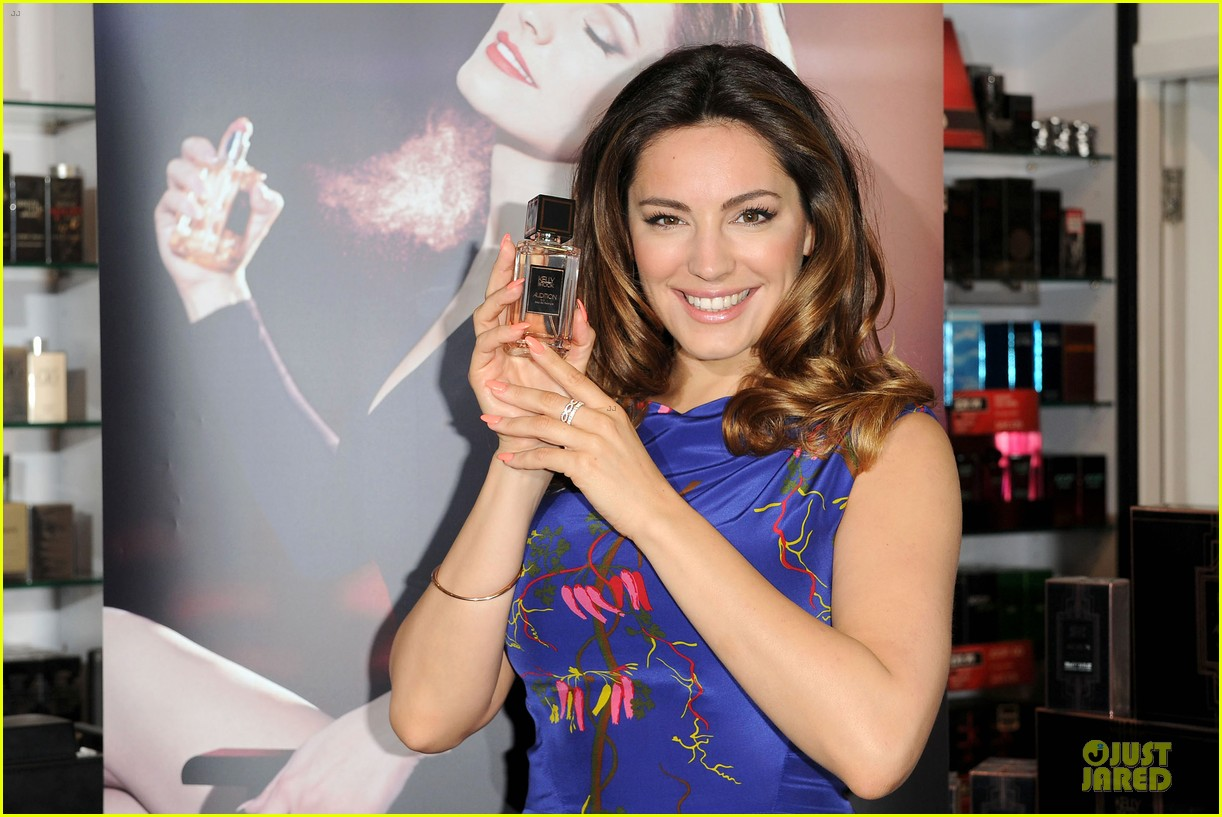 kelly brook audition perfume launch 083074054