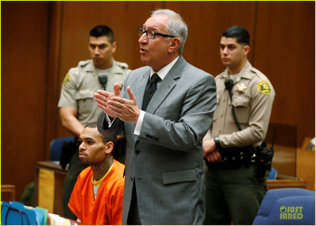 chris brown must stay in jail for one more month 013073591