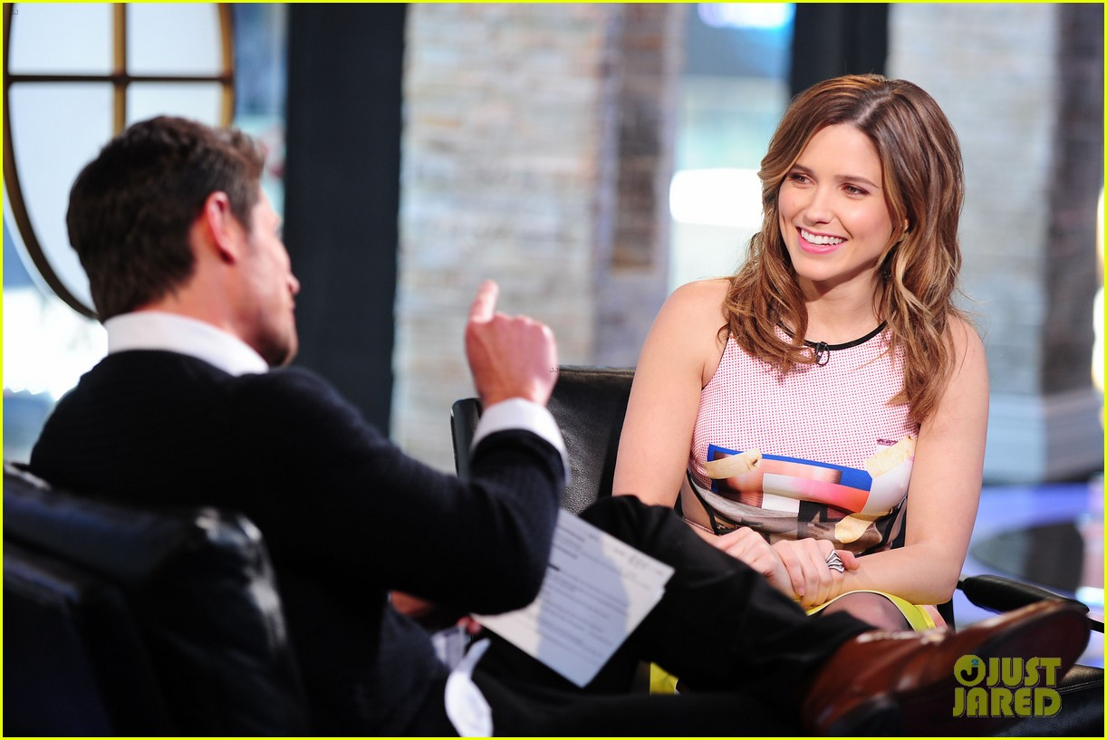 sophia bush nicky lachey reminisce about kissing on big morning buzz live 183065805