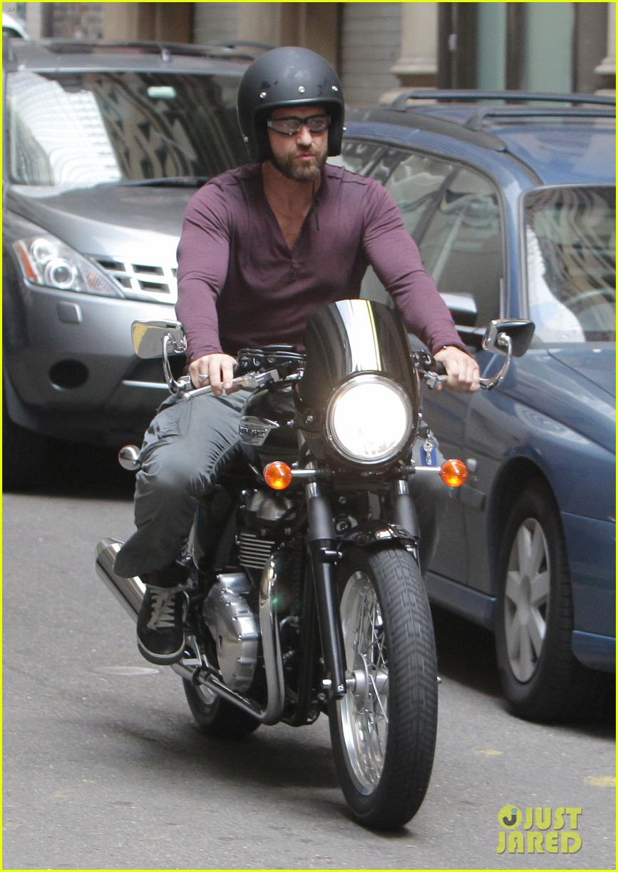 gerard butler shirt barely contain huge muscles 083077152