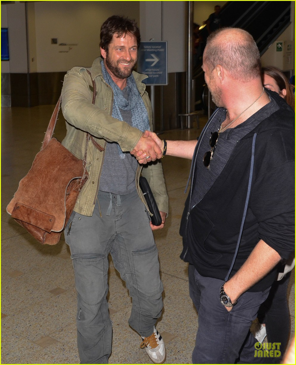 gerard butler is surrounded by security at sydney airport 023065136