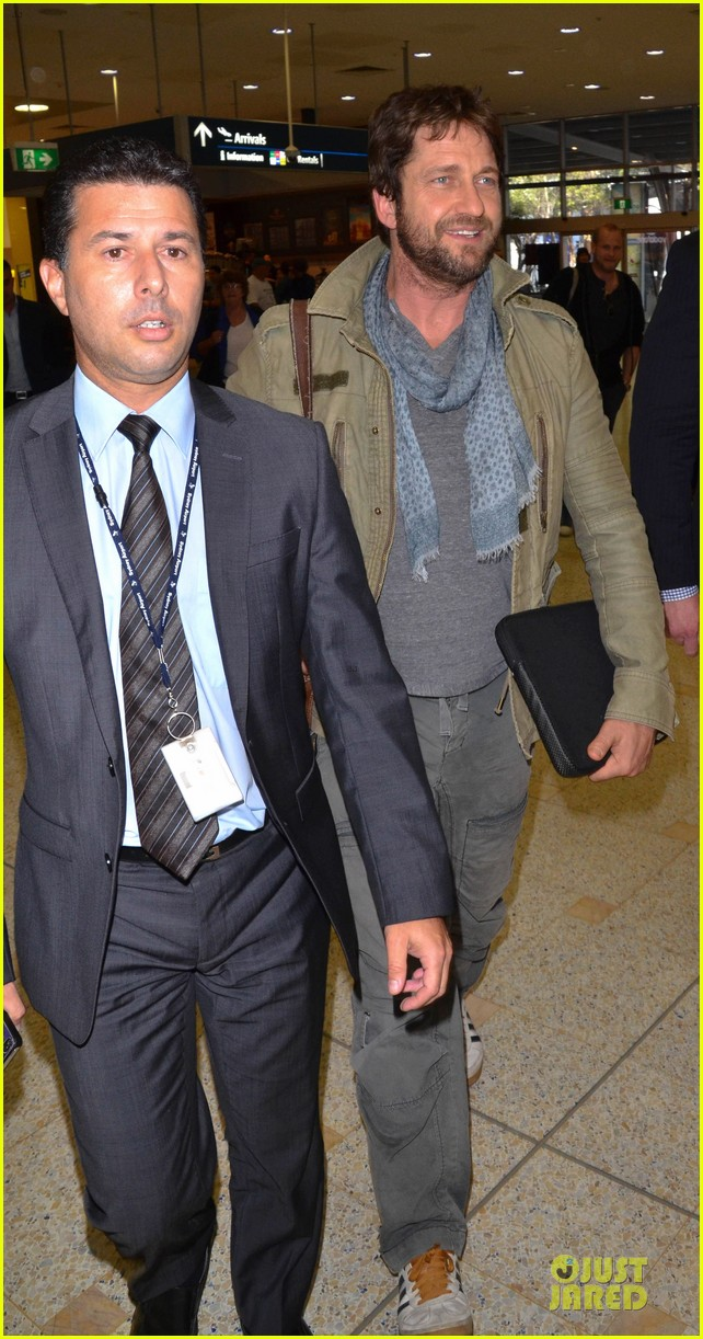 gerard butler is surrounded by security at sydney airport 11