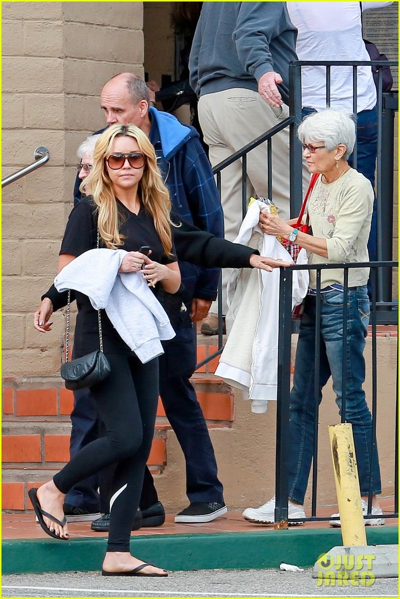amanda bynes looks happy with her family 073077523
