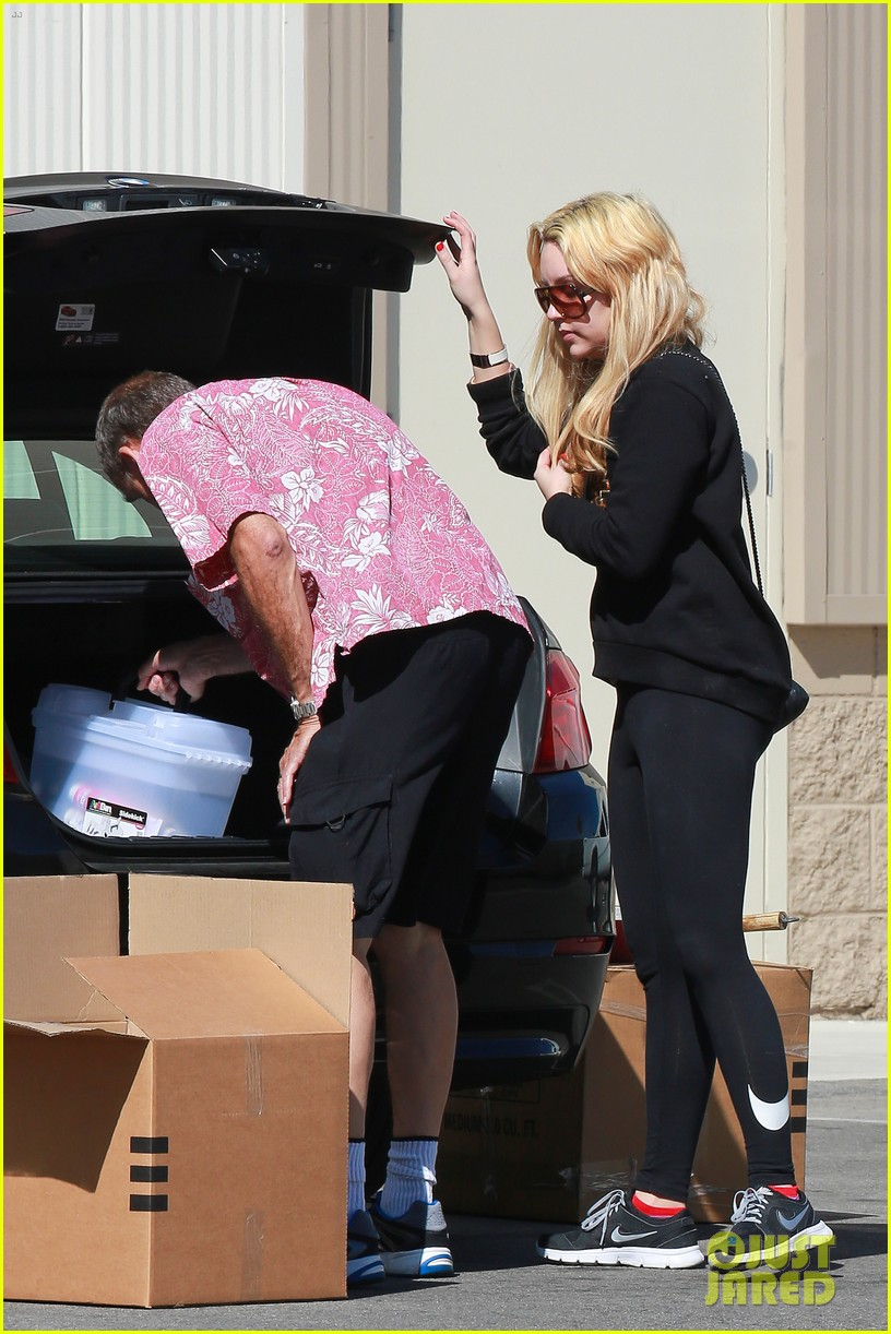 amanda bynes her parents pack up boxes at storage facility 113069033