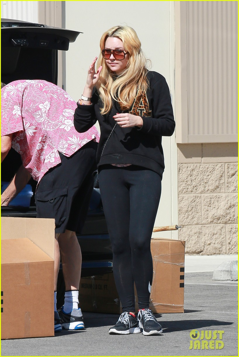 amanda bynes her parents pack up boxes at storage facility 163069038