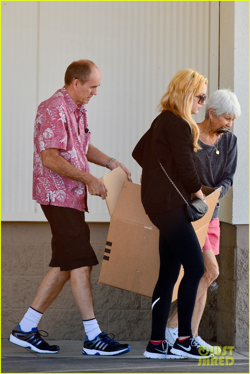 amanda bynes her parents pack up boxes at storage facility 173069039