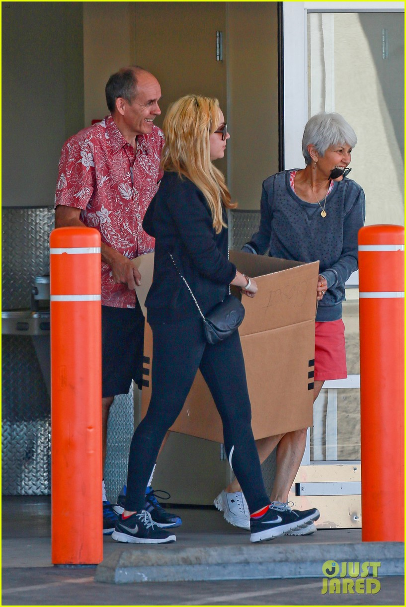 amanda bynes her parents pack up boxes at storage facility 253069047