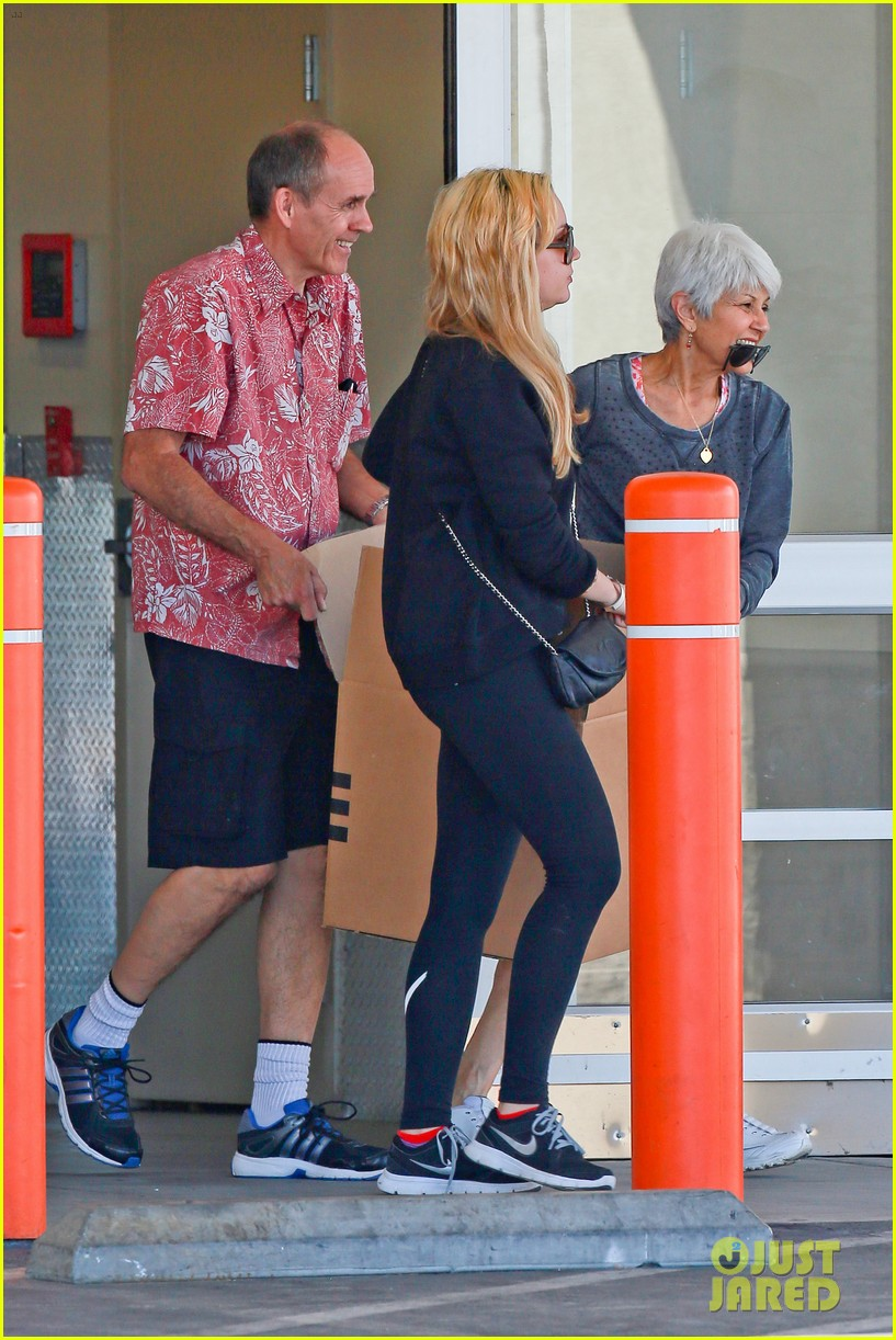 amanda bynes her parents pack up boxes at storage facility 293069051