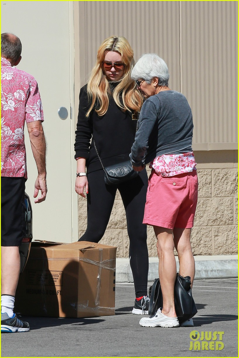amanda bynes her parents pack up boxes at storage facility 303069052