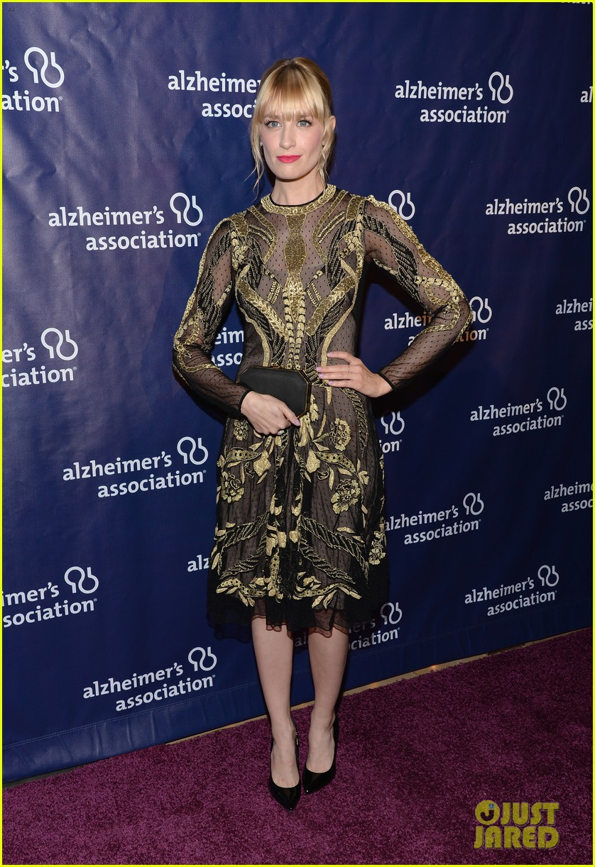 izzy caplan beth behrs get glam for a night at sardis 013079563