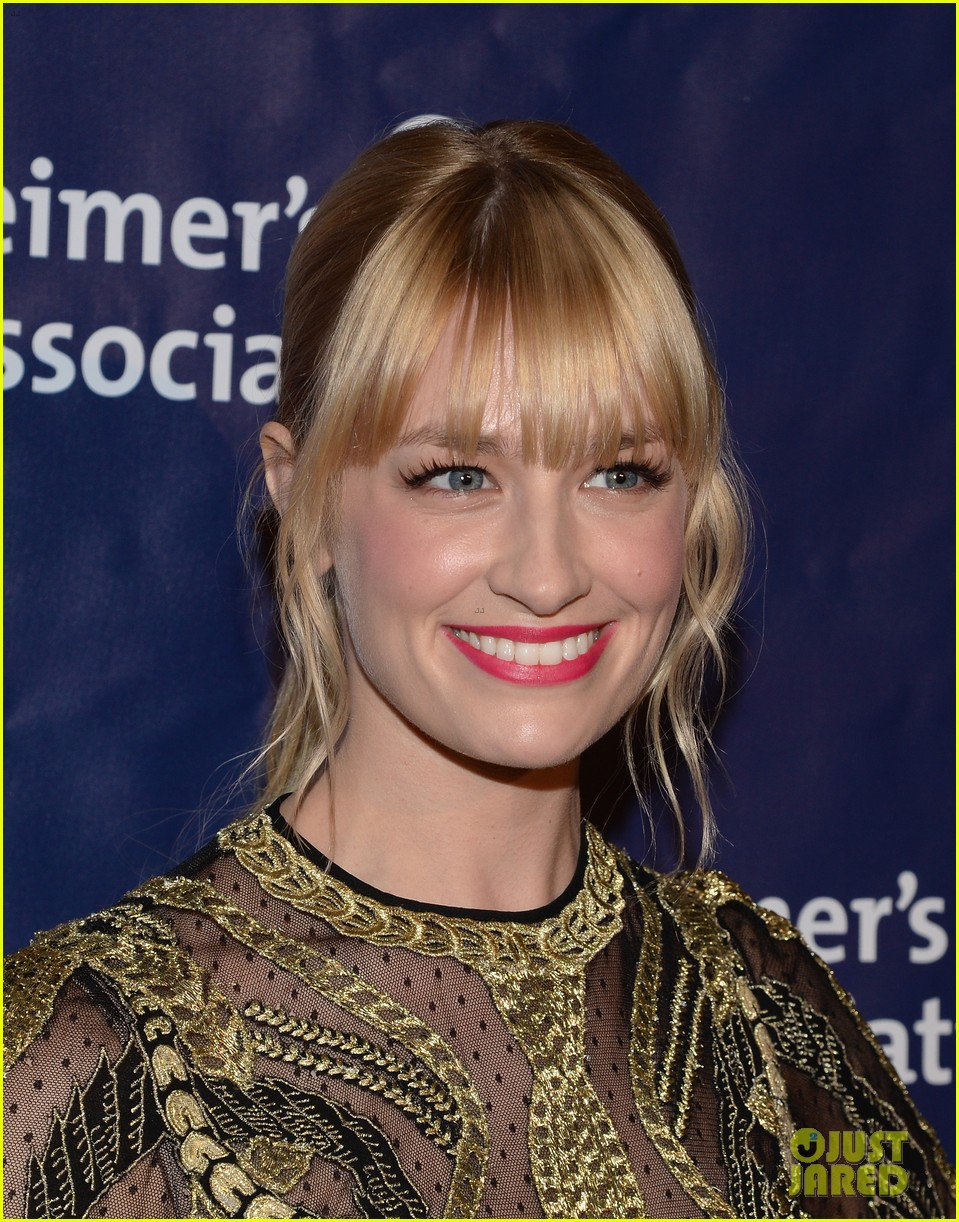 izzy caplan beth behrs get glam for a night at sardis 073079569