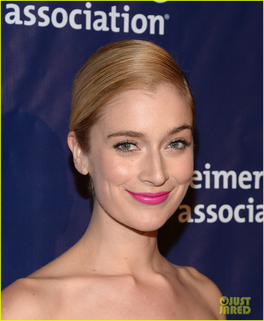 izzy caplan beth behrs get glam for a night at sardis 093079571
