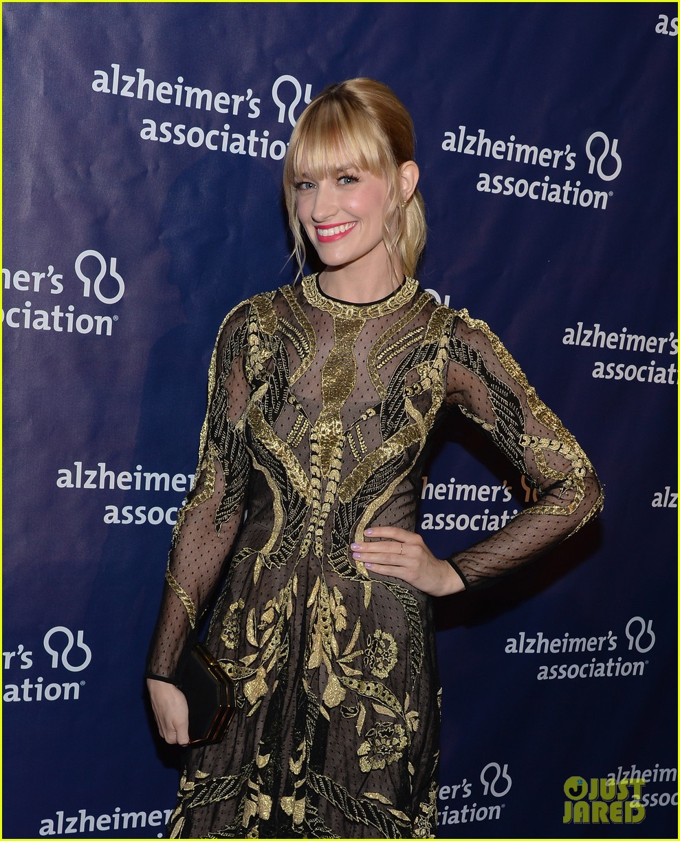 izzy caplan beth behrs get glam for a night at sardis 123079574