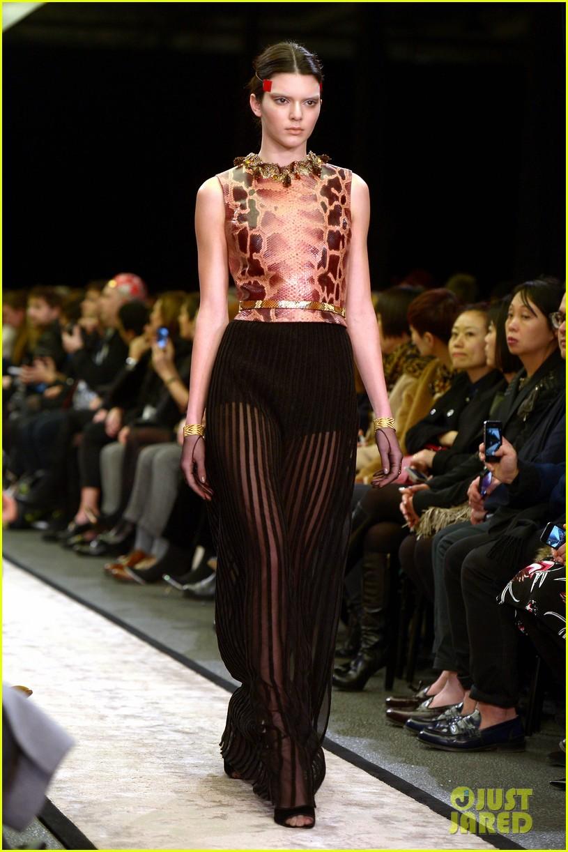 cara delevingne kendall jenner walk supermarket inspired runway at chanel show 04
