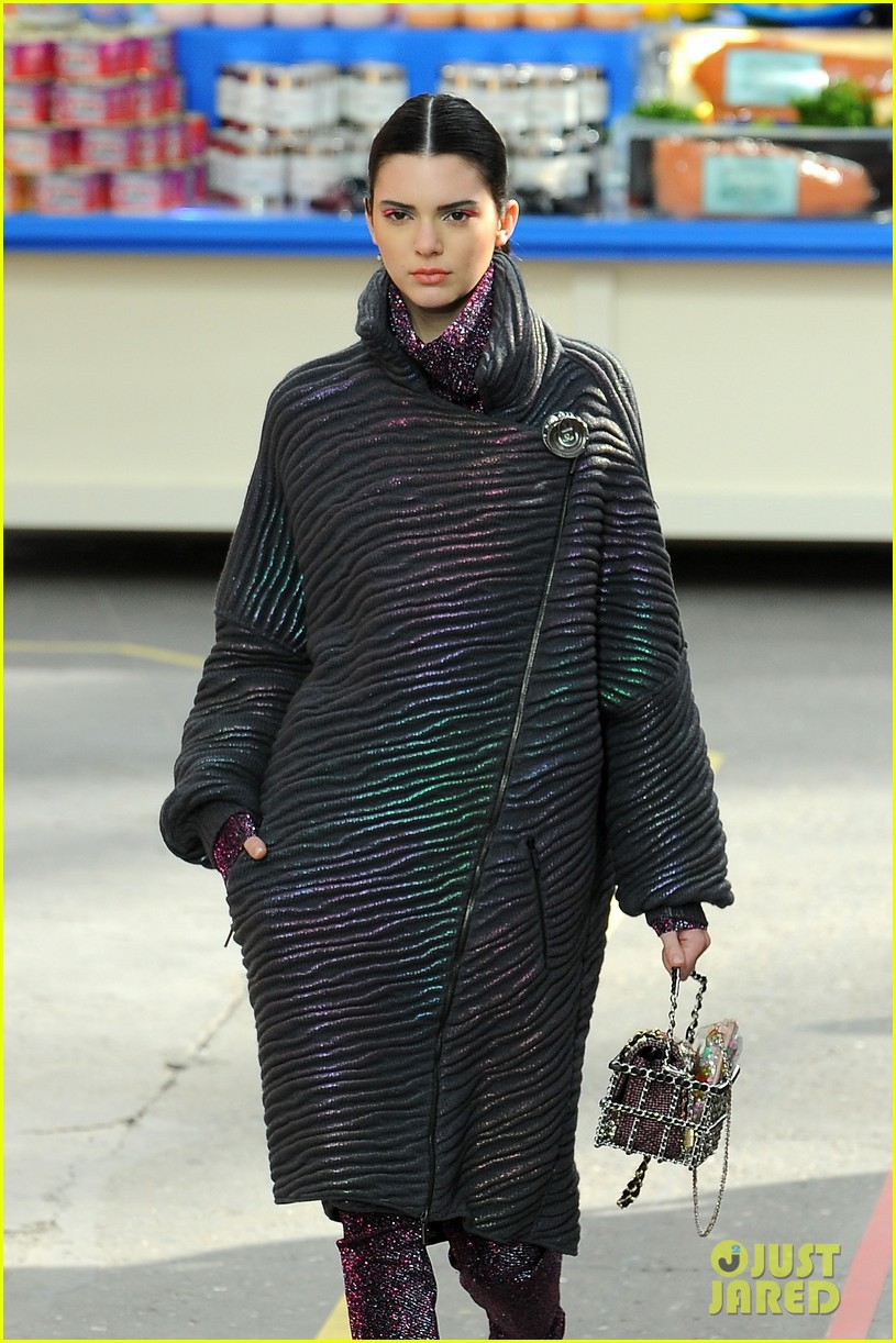 cara delevingne kendall jenner walk supermarket inspired runway at chanel show 083065988