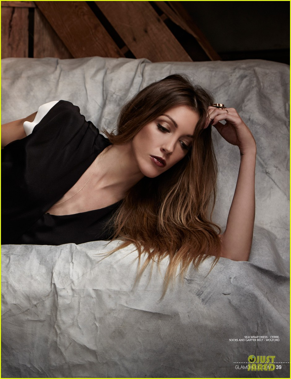 katie cassidy bares midriff for glamoholic cover 073076582