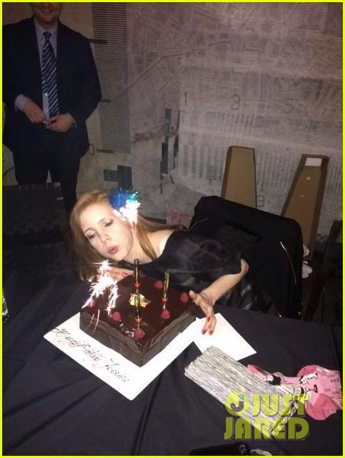 jessica chastain celebrates birthday with tom hiddleston 083077554