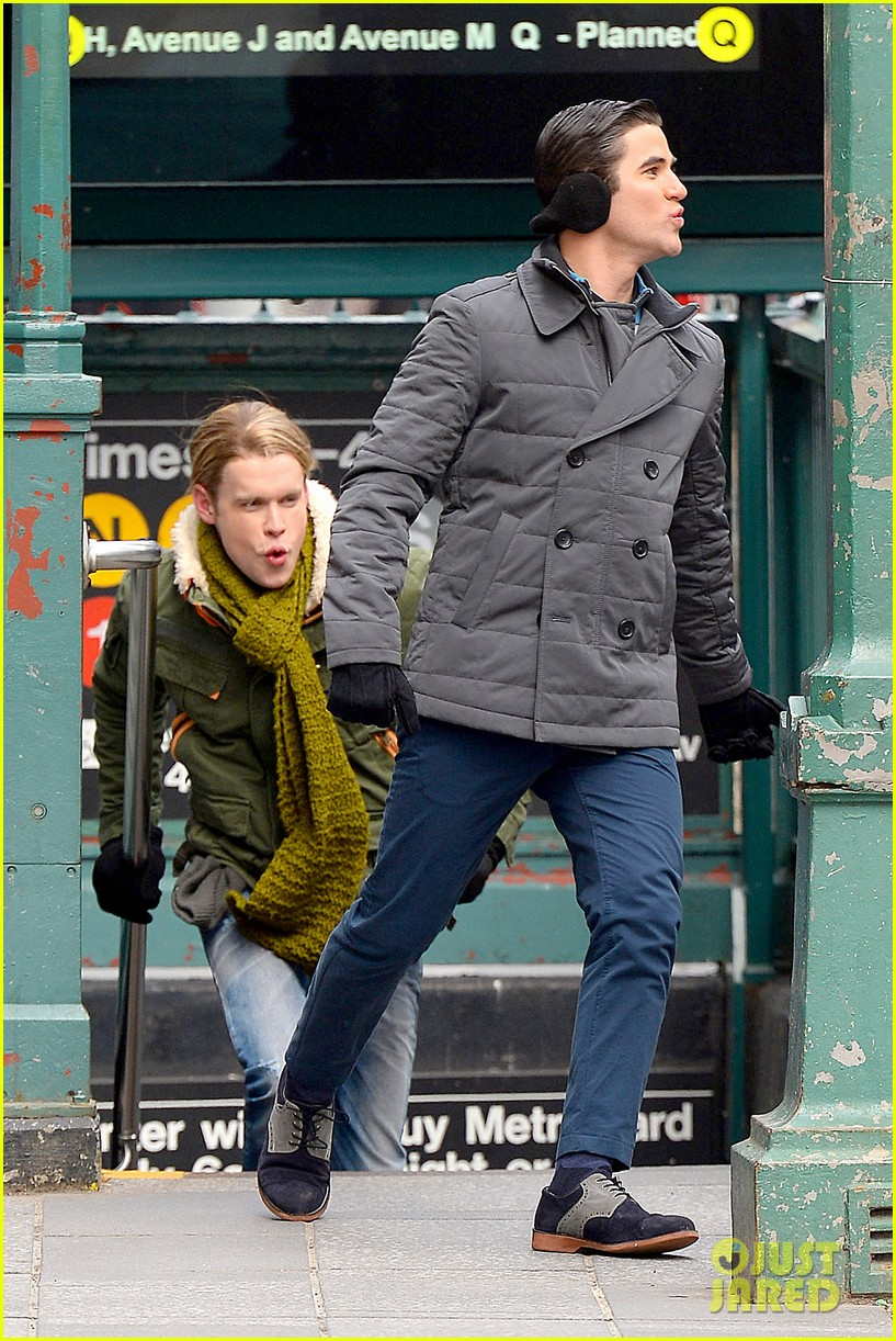 chord overstreet tweets he was arrested after giving darren criss piggy back ride for glee 02