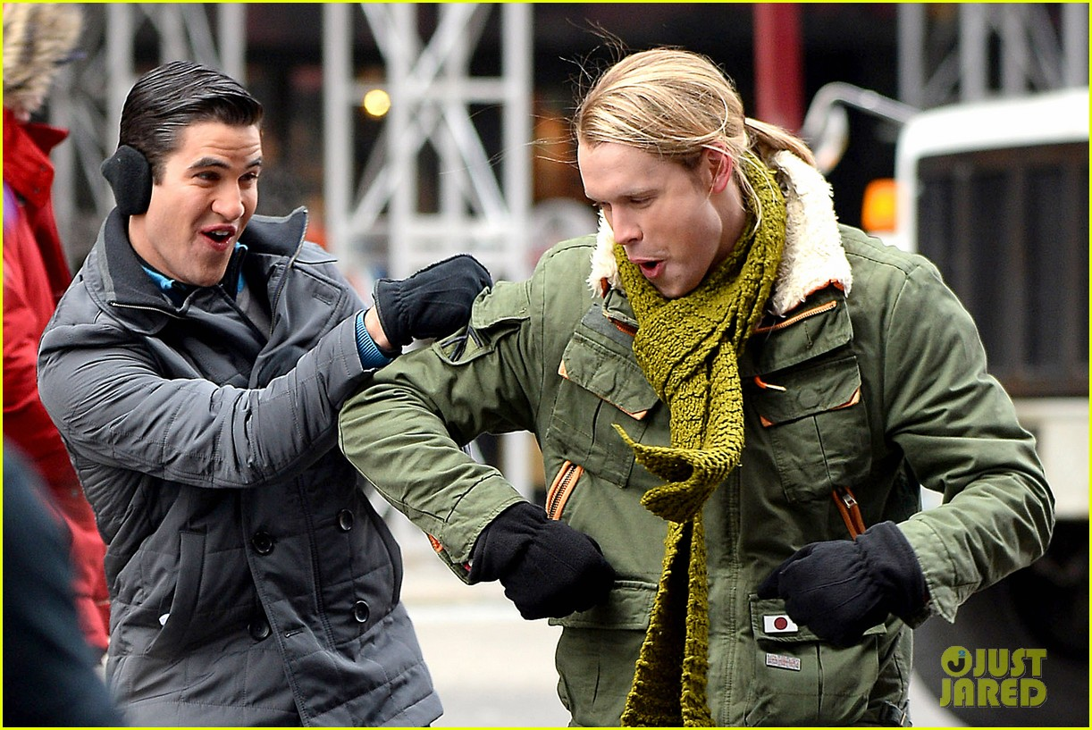 chord overstreet tweets he was arrested after giving darren criss piggy back ride for glee 073071255