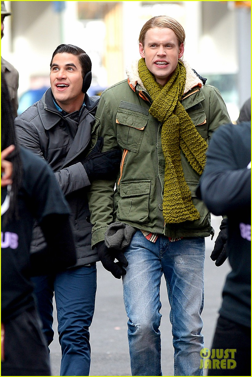 chord overstreet tweets he was arrested after giving darren criss piggy back ride for glee 083071256