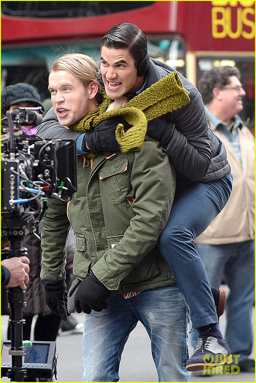 chord overstreet tweets he was arrested after giving darren criss piggy back ride for glee 093071257
