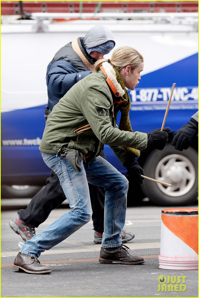 chord overstreet tweets he was arrested after giving darren criss piggy back ride for glee 163071264