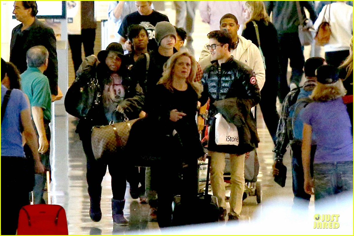 chord overstreet give amber riley jacket to stay warm 243074539