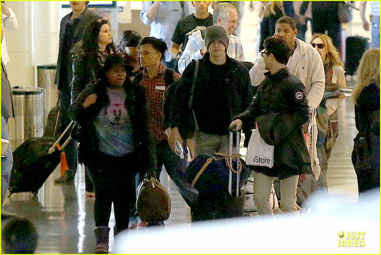 chord overstreet give amber riley jacket to stay warm 26