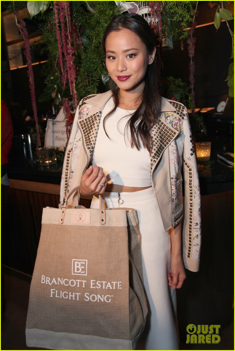 jamie chung celebrates launch of flight song 04