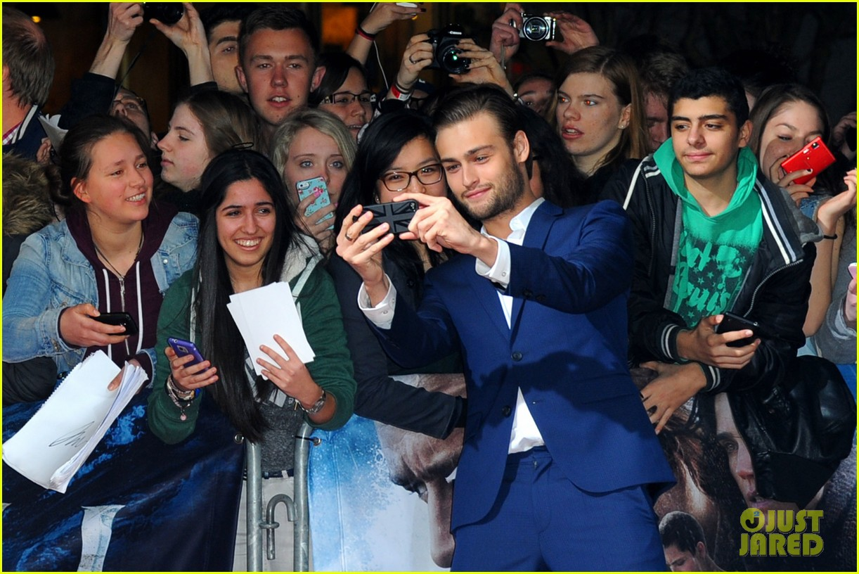 jennifer connelly douglas booth noah premiere in berlin 043071317