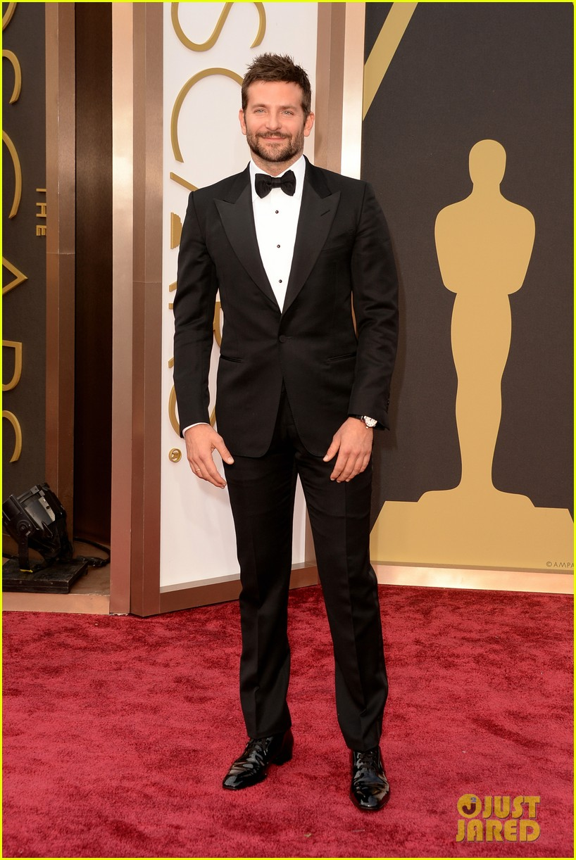 bradley cooper oscars 2014 red carpet 023063908
