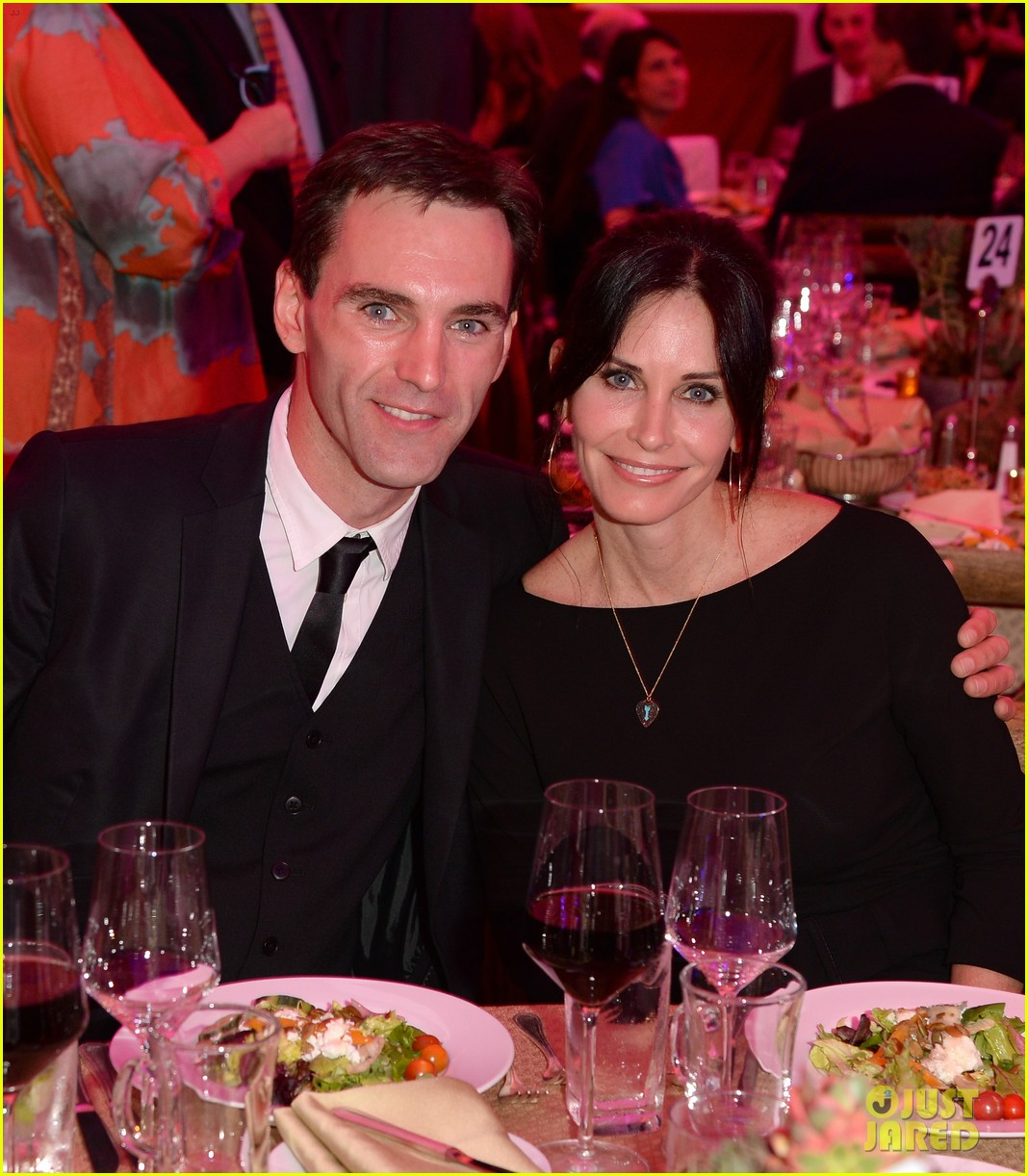 courteney cox boyfriend johnny mcdaid look so in love 023076805